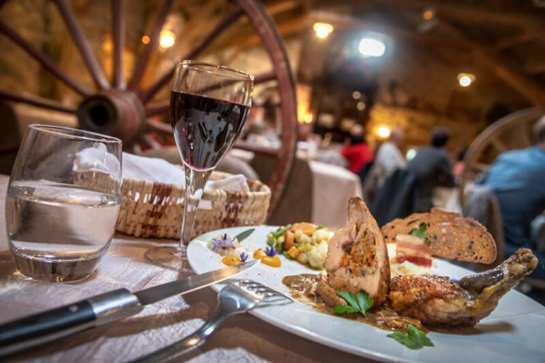 Restaurant En Lozere Hotel Restaurant De La Poste A Chateauneuf De Randon